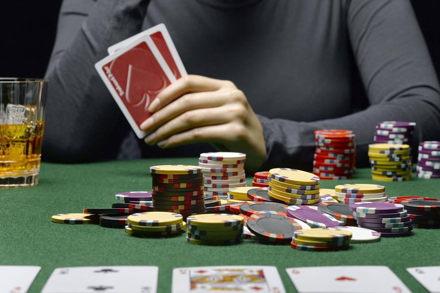 How to deal with an aggressive poker player
