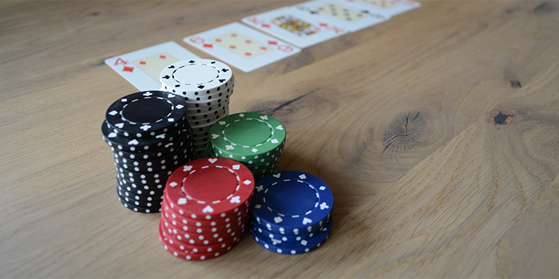 Distinguishing Novice Poker Opponents