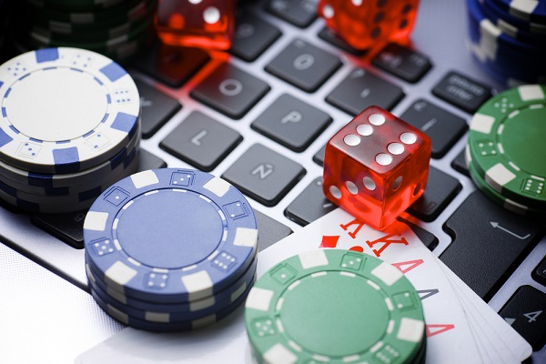 Playing Online Casino and its Advantages