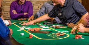 How to choose between cash games and tournaments