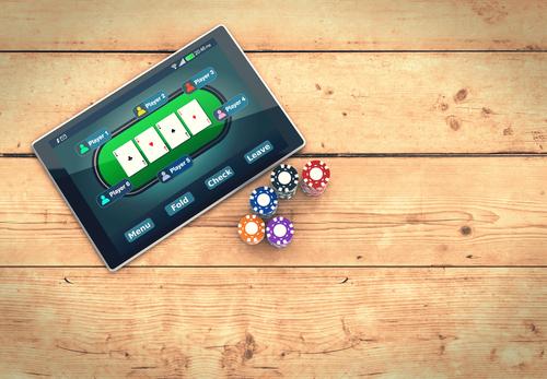 Benefits of playing poker on smartphones