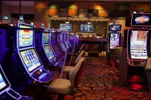Las Vegas poker rooms move to eight handed tables with plexiglass