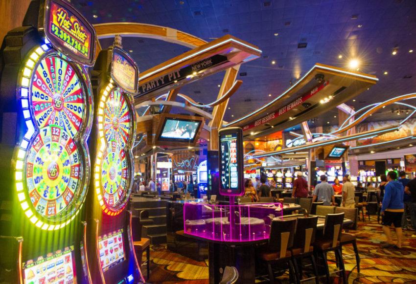 Visitors stay away despite Las Vegas casinos open