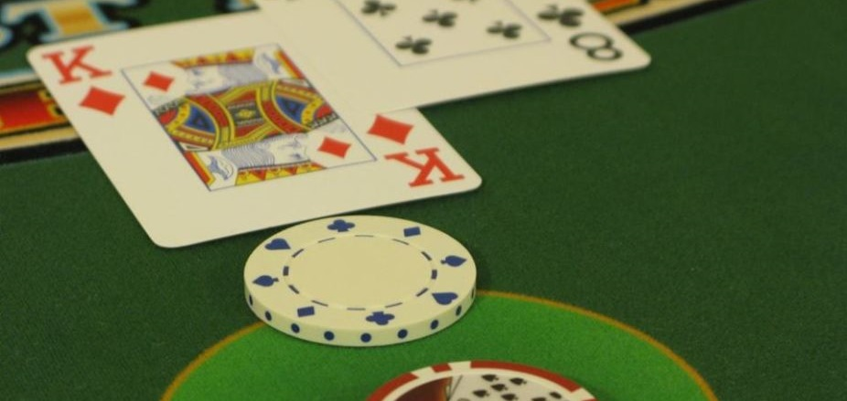 Fourteen Detained For Gambling In Kolhapur; INR 12.95L Seized