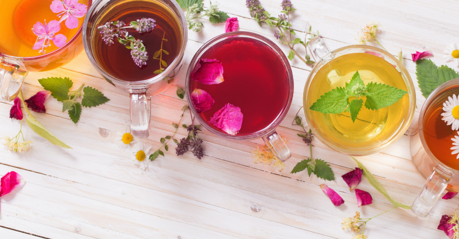 TOP 5 Teas To Help You Relax While Playing Poker